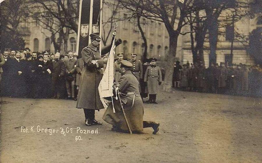 12.1918 uroczyste wręczenie sztandaru oddziałom powstańców wlkp