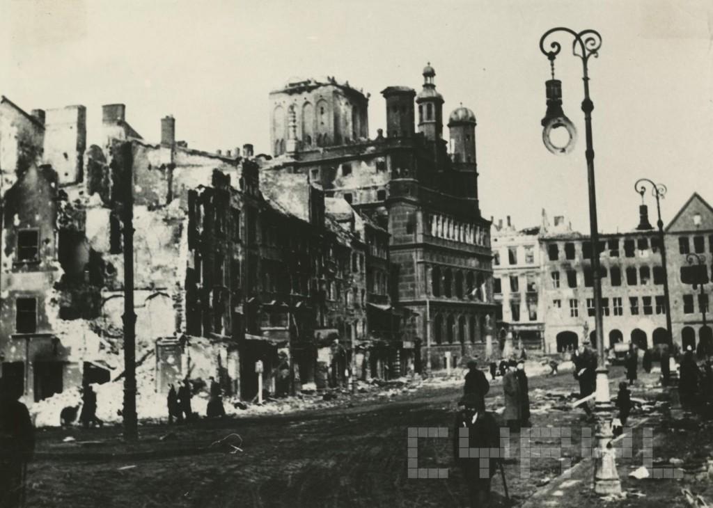 Ratusz po zniszcz.woj.w lutym 1945.