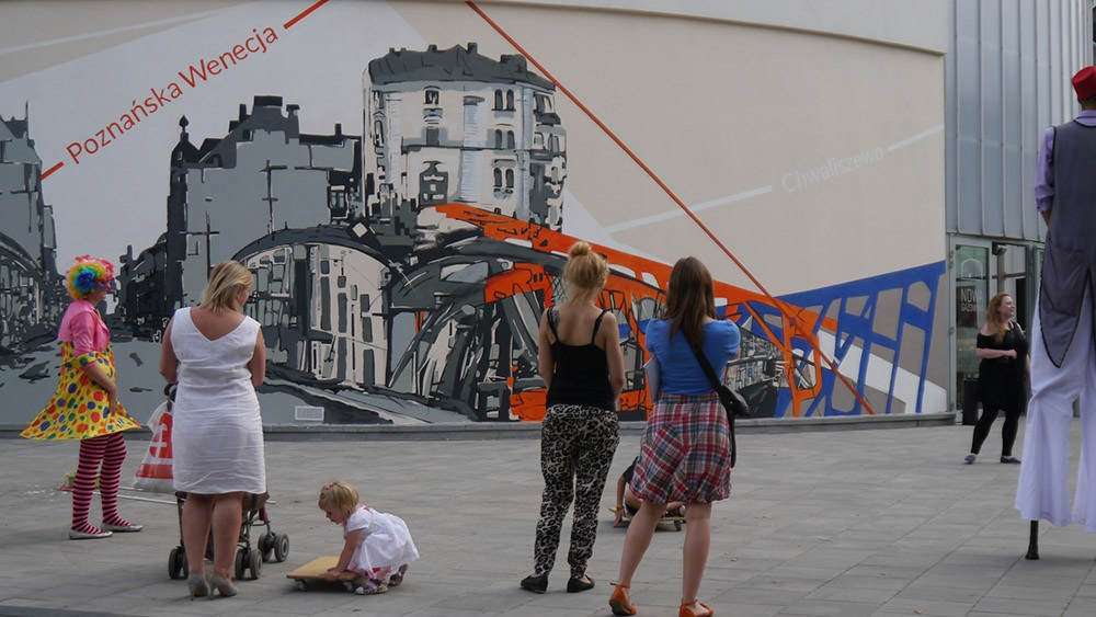 Reakcje przechodniów mural Chwaliszewo