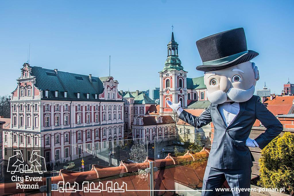 Pan Monopoly zwiedza Poznań -Kolegium Jezuickie